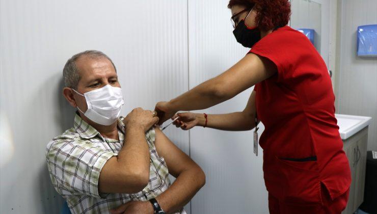 İzmir'deki hastanelerde BioNTech aşı uygulama merkezi sayısı artırıldı