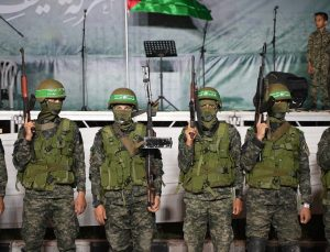 Kassam Tugayları, İsrail saldırıları sonrasında ikinci askeri geçit törenini gerçekleştirdi