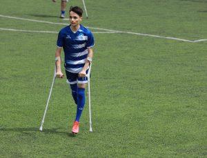 """Kaybettiği ayağına rağmen """"forvetliği"""" bırakmadı"""