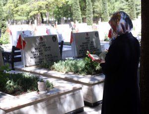 Konya, Aksaray, Karaman ve Afyonkarahisar'daki şehitliklerde hüzünlü bayram arifesi