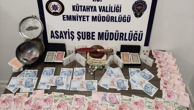 Kütahya'da apartman dairesinde kumar oynayan 19 kişiye para cezası uygulandı