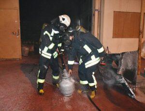 Manisa'da bir fabrikanın büro bölümünde çıkan yangın hasara neden oldu