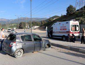 Manisa'da devrilen otomobildeki 5 kişi yaralandı