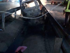 Manisa'da kanala düşen hafif ticari araç yandı