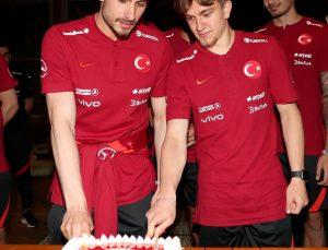 Milli futbolcular Dorukhan Toköz ve Rıdvan Yılmaz'ın doğum günü kutlandı