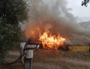 Muğla'da yangın çıkan ahşap ev kullanılamaz hale geldi