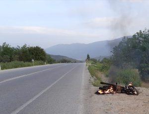Ödemiş'te yol kenarında yanar halde bir motosiklet bulundu