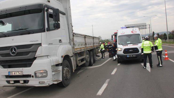 Ordu'da park halindeki kamyona çarpan otomobilin sürücüsü hayatını kaybetti
