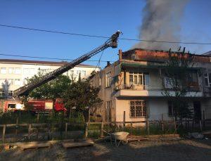 Samsun'da binanın çatısında çıkan yangını söndürmek isteyen kadın yaralandı