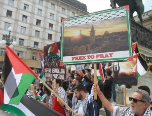 Sırbistan'da İsrail'in saldırıları protesto edildi