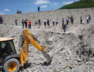 Sırbistan'da kazı çalışmalarının tamamlandığı toplu mezarda en az 9 kişinin iskelet kalıntısına ulaşıldı