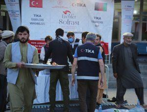 TİKA Afganistan'daki 100 yetim çocuğa iftar yemeği verdi
