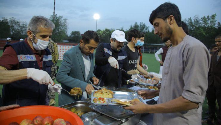TİKA Afganistan'daki yetimlere iftar verdi