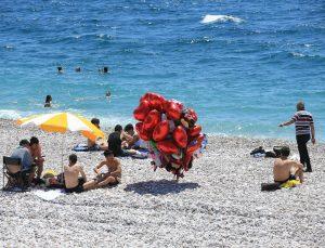 Turizm merkezleri Antalya ve Muğla'da kademeli normalleşme ile sahiller hareketlendi