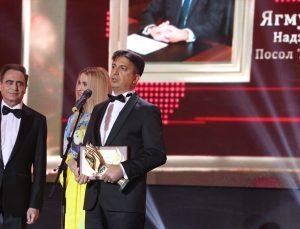 """Ukrayna'da """"Yılın Büyükelçisi"""" ödülünü Türkiye'nin Kiev Büyükelçisi Güldere aldı"""