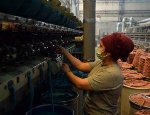 Uşak'ta battaniye fabrikalarındaki yoğun mesai ramazanda da sürüyor
