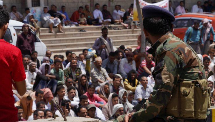 Yemen'in Taiz ilinde kamu hizmetlerindeki yetersizlik ve hayat pahalılığı protestosu devam ediyor