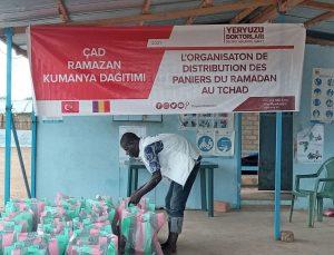 Yeryüzü Doktorları Çad'da 400 aileye kumanya dağıttı