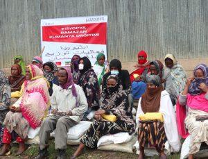 Yeryüzü Doktorları Etiyopya'daki 400 aileye kumanya dağıttı