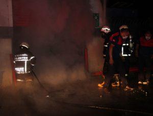 Zonguldak'ta toptan markette çıkan yangına müdahale ediliyor