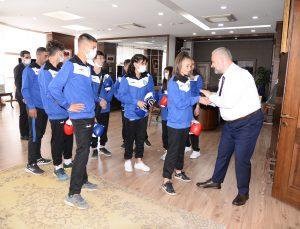 Genç sporcuları Başkan uğurladı