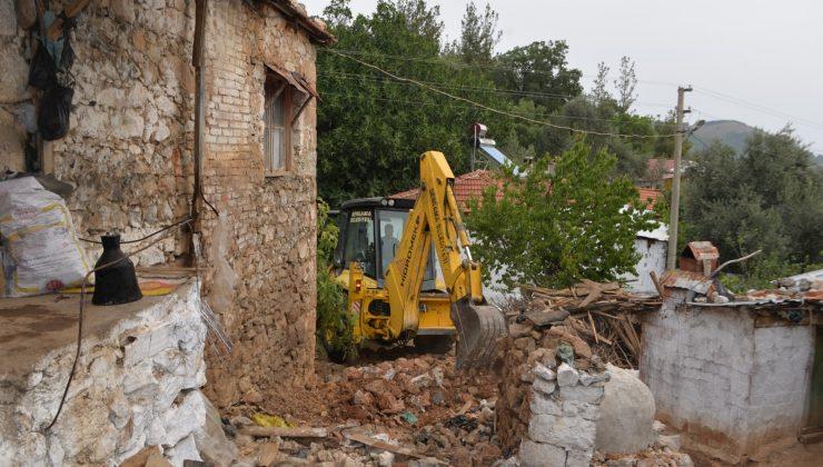 Orman şehidi Erdal Tovka'nın baba ocağında kullanılamayan kısımlar yeniden inşa ediliyor